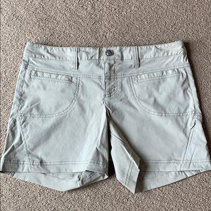 Athleta Women's shorts beige sz 8